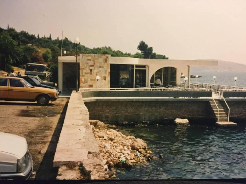 1994-Saranda-Een-van-de-eerste-bars,-tegenover-Hotel-Butrint. Foto: Gerda Mulder
