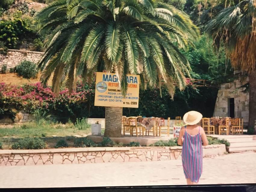 1994-Saranda-Eerste-particuliere-terrasje. Foto: Gerda Mulder