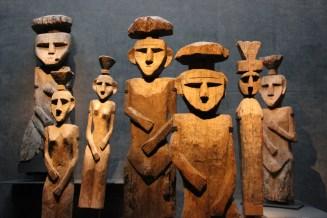 Mapuche wooden grave guards