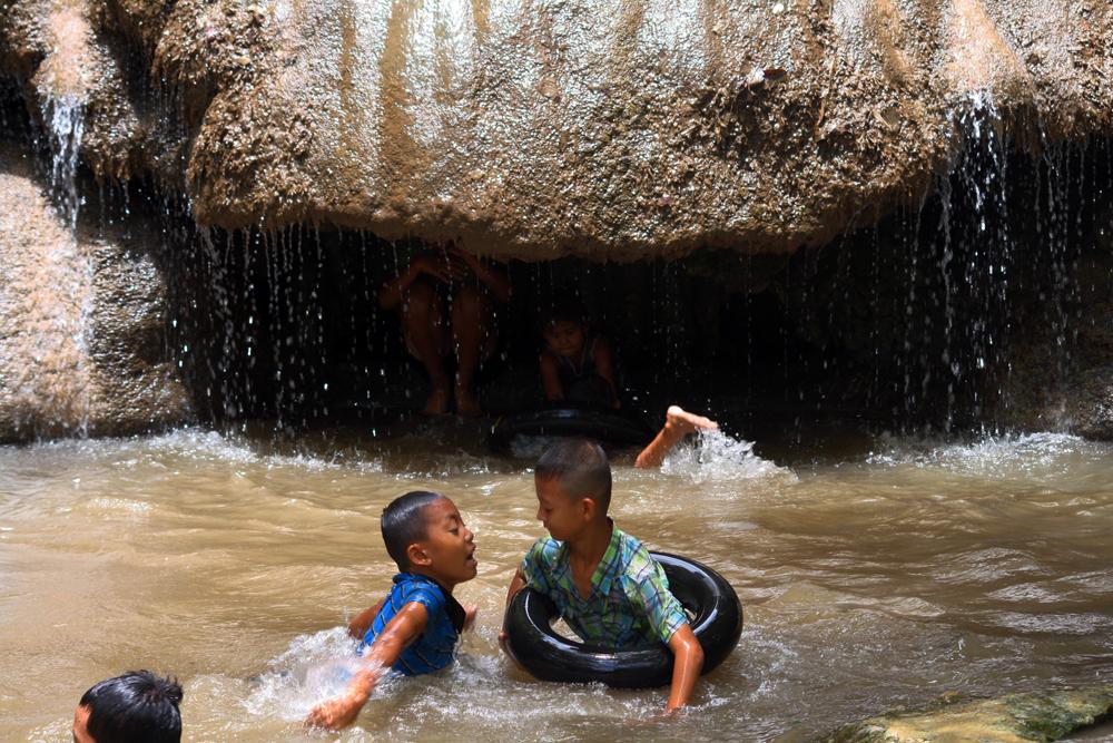 Sai Yok Noi-Wasserfall Kanchanaburi Thailand Asien