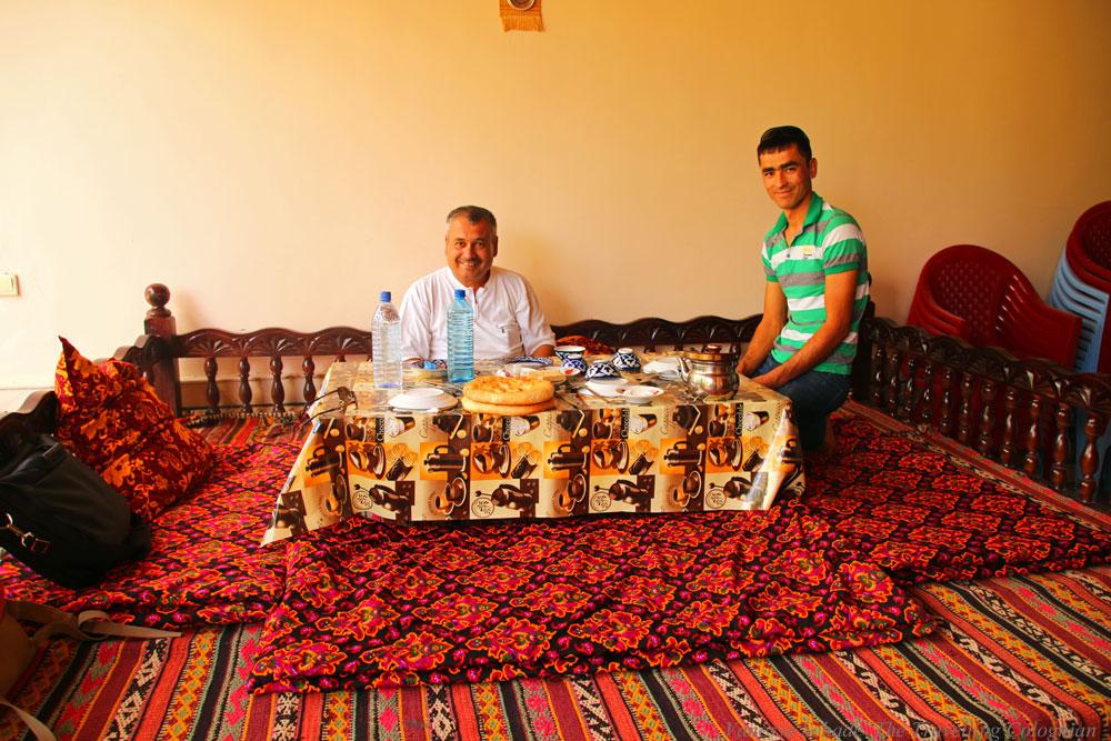 Nurata-Kysylkum-Uzbekistan-Restaurant-Nur-Locals