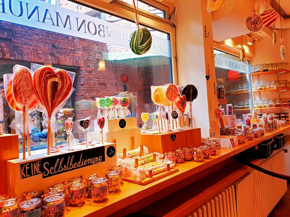 In der Bonbonmanufaktur in der Böttcherstraße in Bremen bekommst Du eine große Auswahl an Bonbons