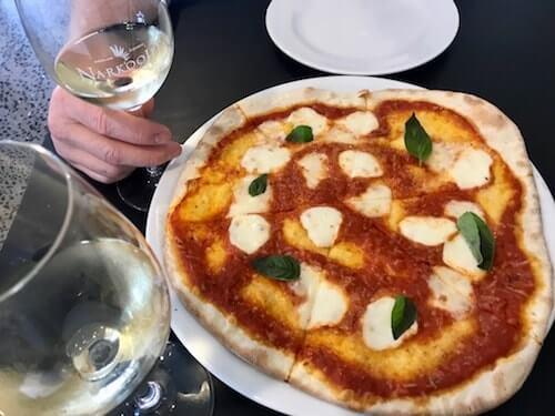 by Jorg - Margherita Pizza - Narkoojee Winery - Gippsland