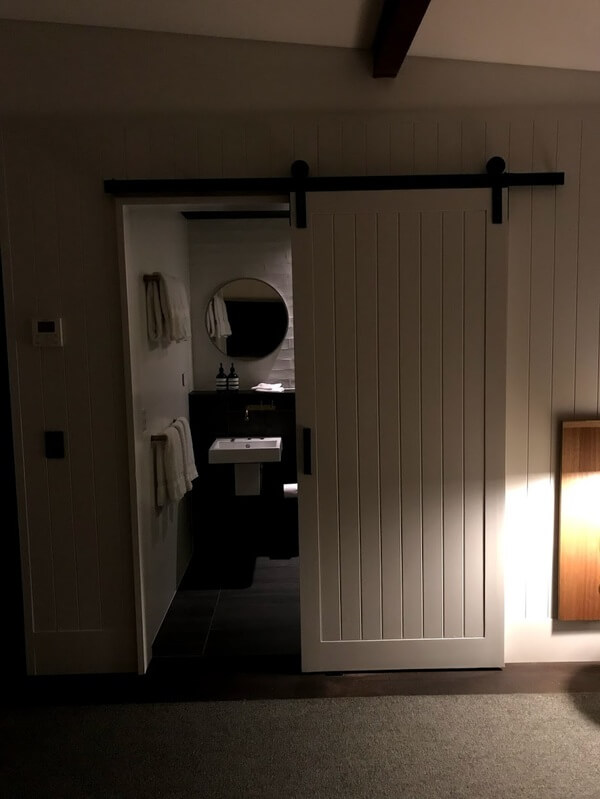 looking-into-the-bathroom-inside-at-the-premier-mill-hotel-katanning