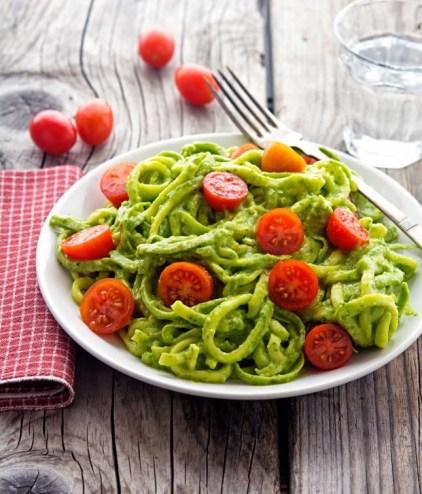 Creamy-Avocado-Pesto-Zoodles-(4)
