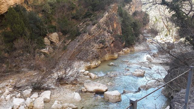 Senderismo en la Sierra de Guara Pasarelas del Río Vero con Vino Tinto Adahuesca 640