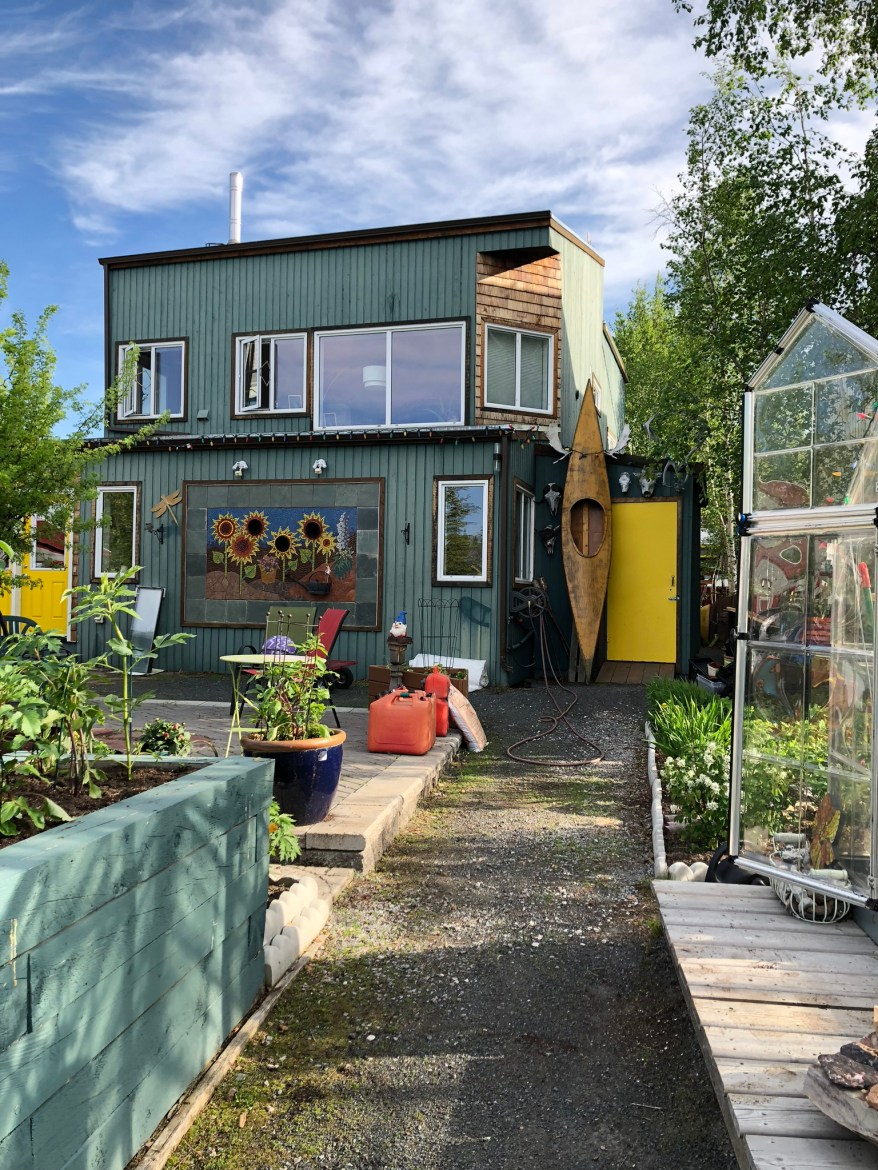 Travelling Foody - Old Town Yellowknife Sunflower house