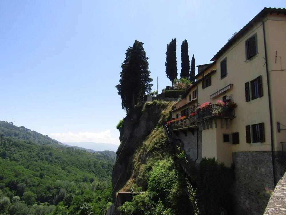 house on the side of a cliff, Barga Italy