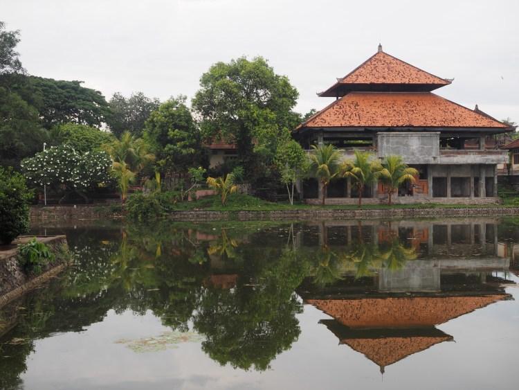 bali-indonesia-temple-pura-taman-ayun