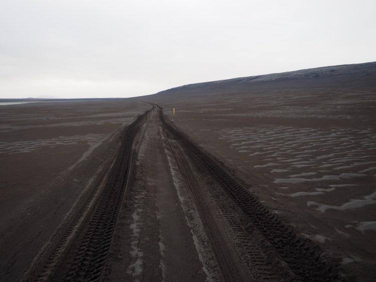 iceland-highlands-black-sand