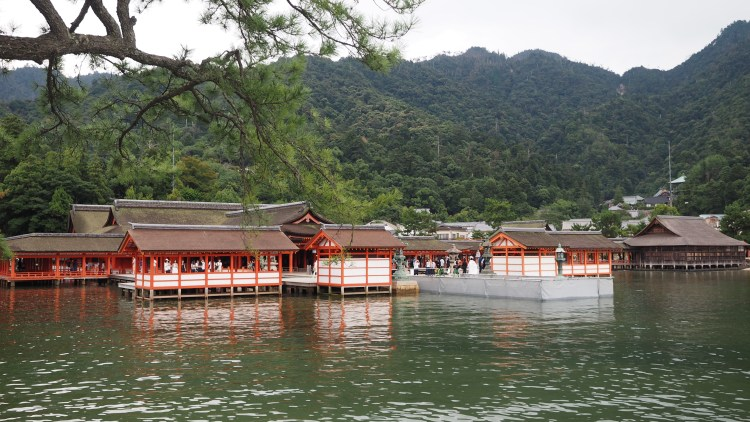 Itsukushima-miyajima-hiroshima-japan