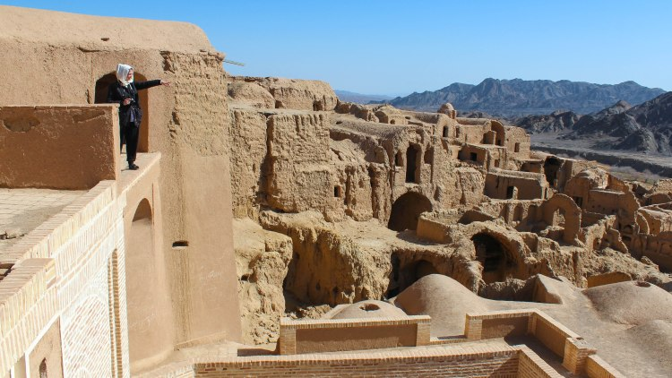 iran-travel-blog-kharanaq-desert-city-backpacking-yazd