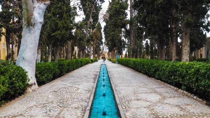 kashan-travel-blog-iran-solo-backpacking-eram-gardens