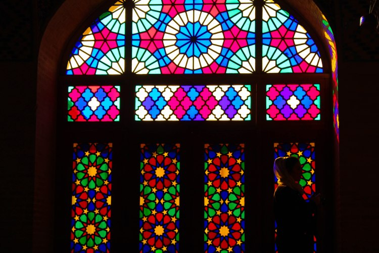 iran-travel-blog-shiraz-nasir-ol-molk-pink-mosque-backpacking