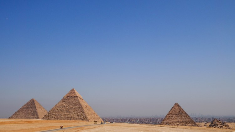 giza-pyramids-travel-blog-cairo-egypt-ancient-wonder-solo-backpacking