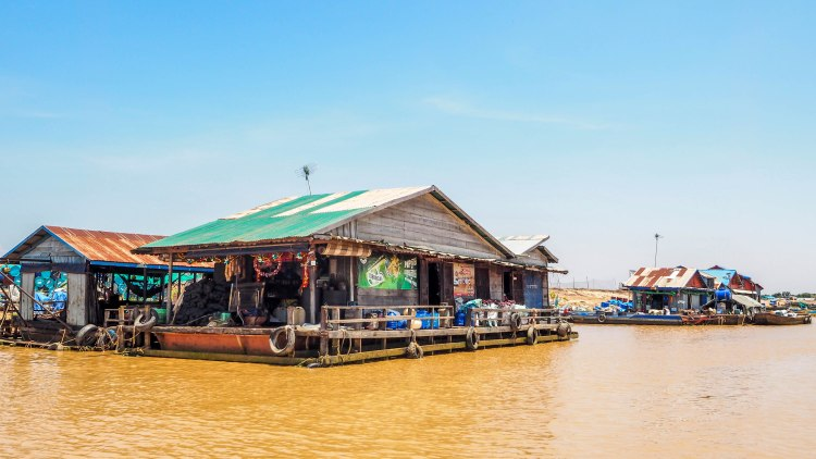 siem-reap-travel-blog-cambodia-budget-backpacking-solo-floating-village