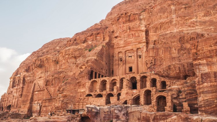 Visiting Petra independently and exploring solo! Jordan is amazing for backpackers!