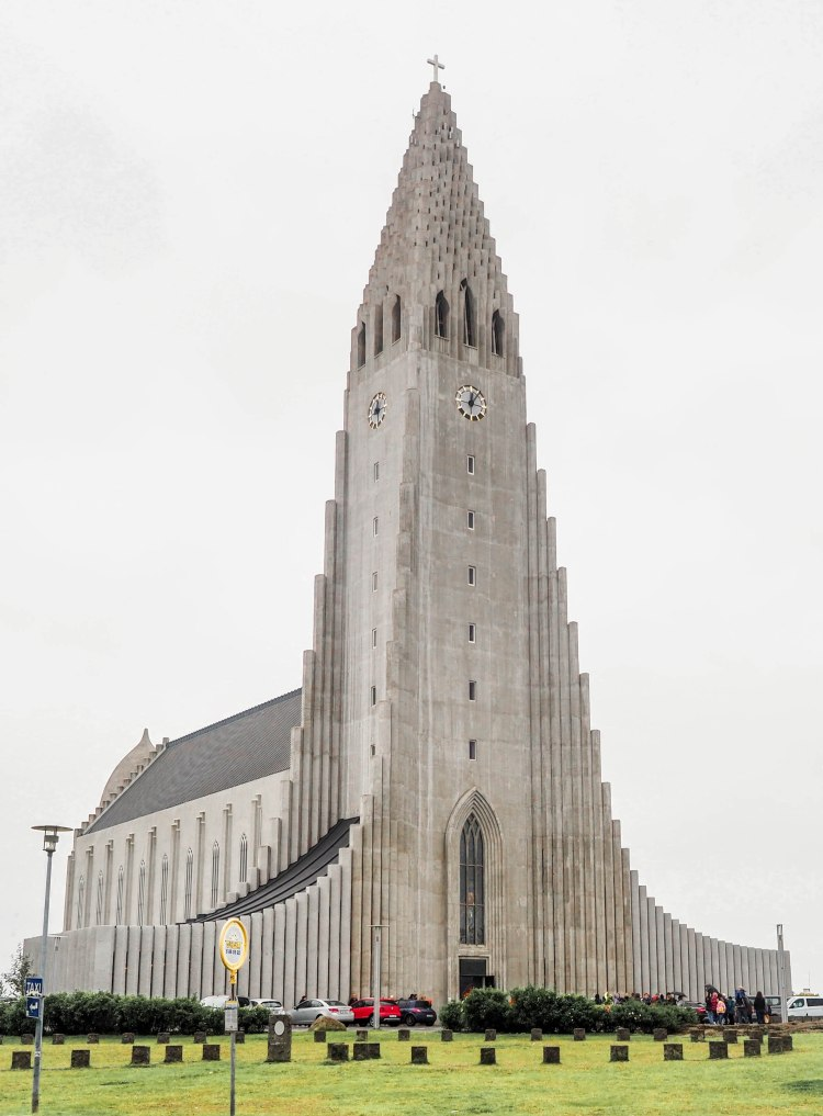 reykjavik-iceland-travel-blog-solo-female-travelling-the-world-hallgrimskirkja