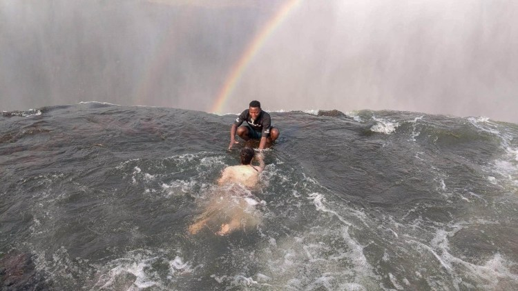 devils-pool-travel-blog-victoria-falls-livingstone-island-travelling-the-world-solo