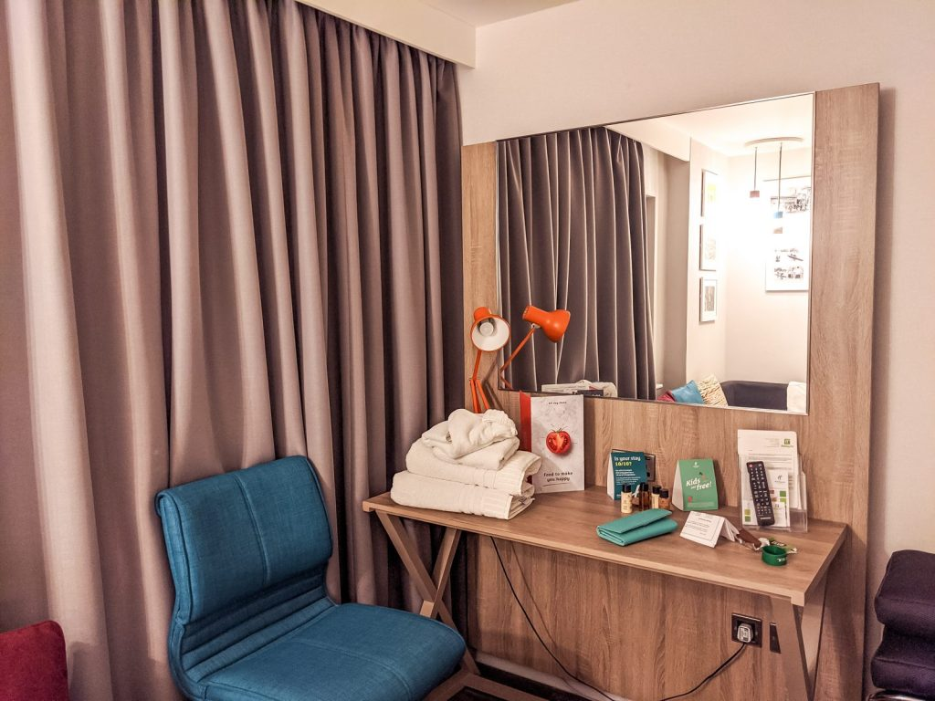 The desk area in the room of the Holiday Inn Shepperton
