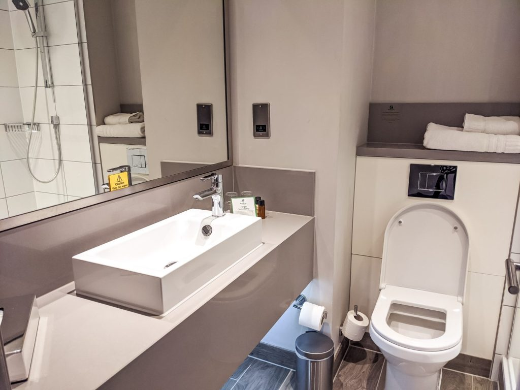 The bathroom at the Holiday inn Shepperton
