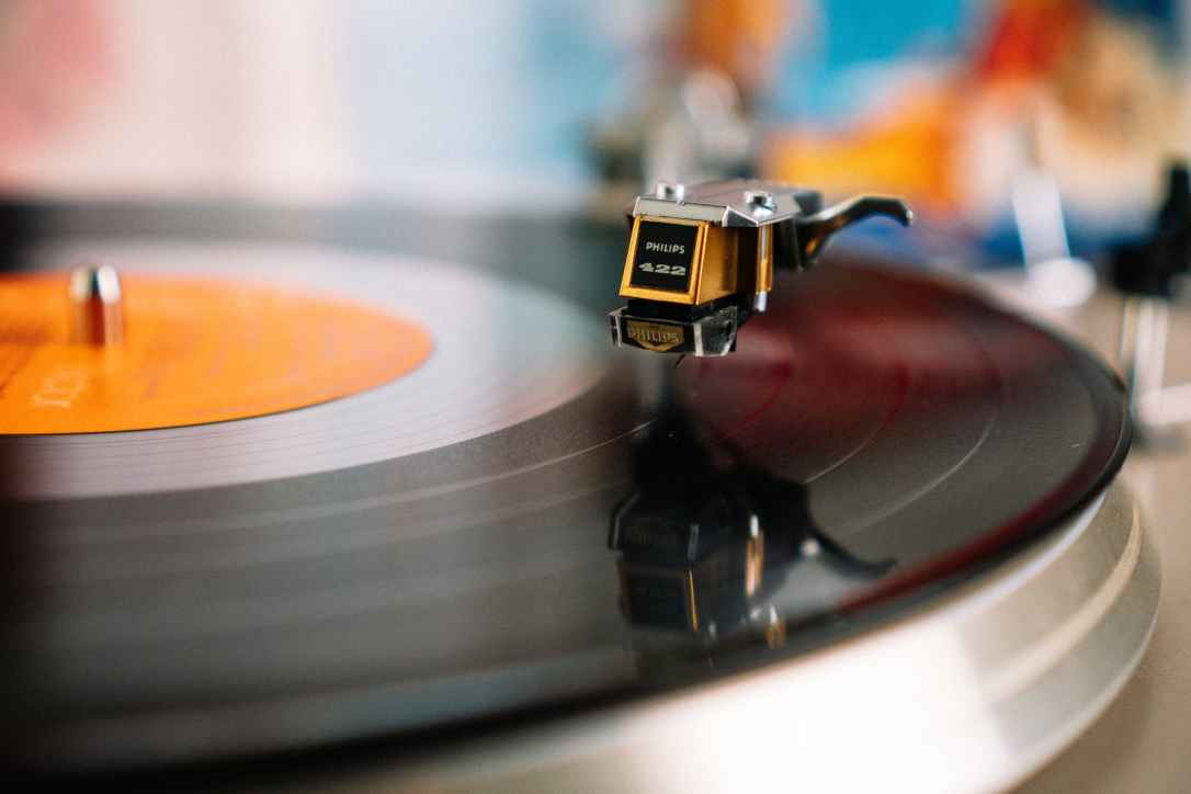 retro turntable playing vinyl disc in living room