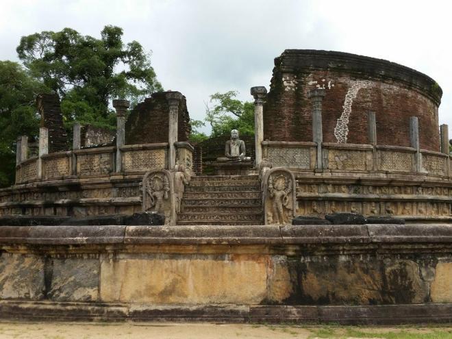 The Vatadage at the sacred Quadrangle in Polonnaruwa 1