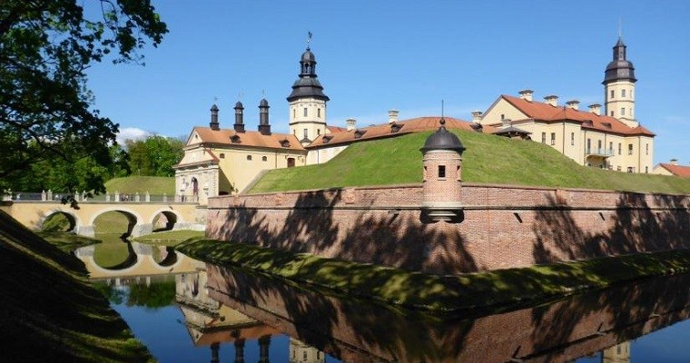 Day trip from Minsk to Mir castle and Niasvizh