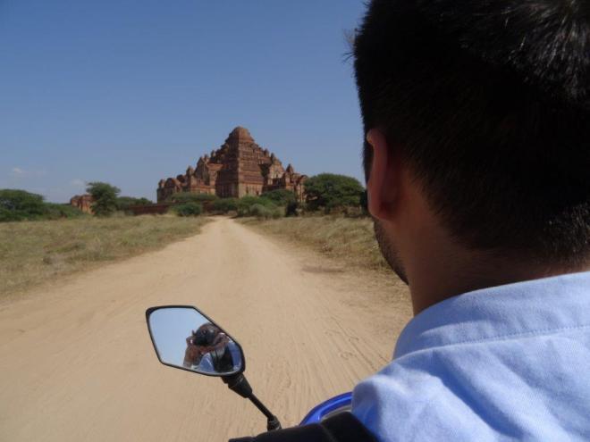 Towards Dhammayangyi tempele. Bagan, Myanmar