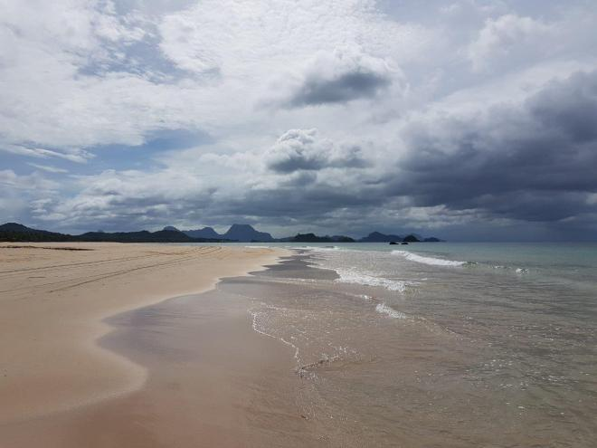 Nacpan beach a real paradise. Three day expedition with El Nido Paradise from El Nido to Coron. Philippines.