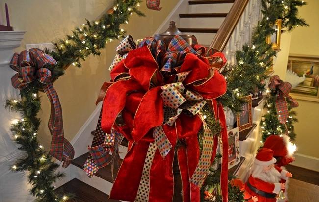 stairway closer - Mr Christmas Tree