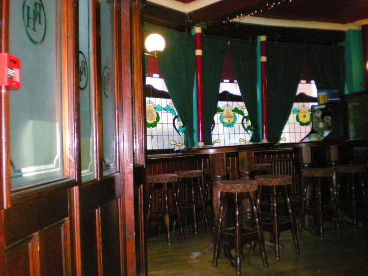 077 Round Pub~