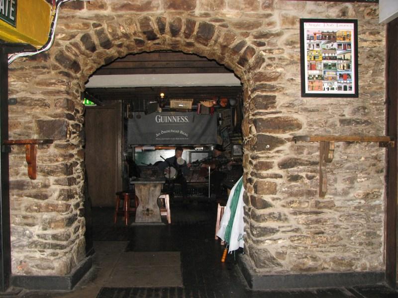 2804 Dingle Trad Pub~