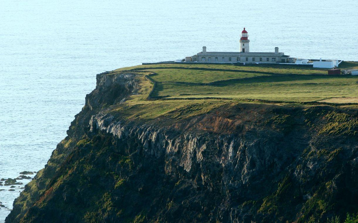 Cliffs Flores