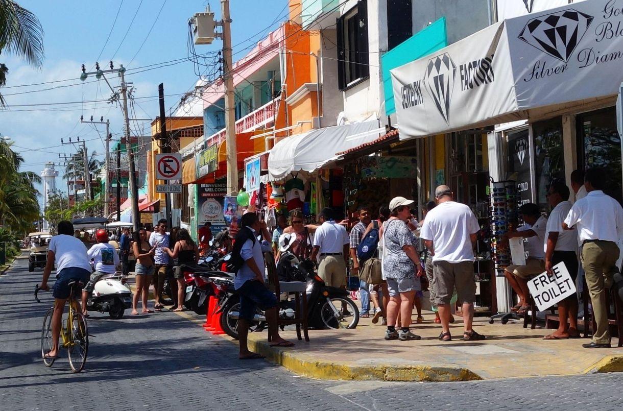 DSC08619 Crowded Streets~