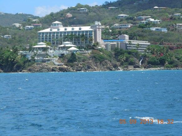 岩岸上的大酒店