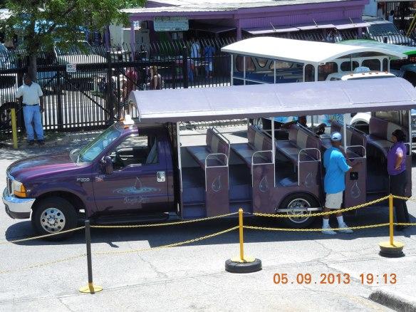 敞开式的游览车