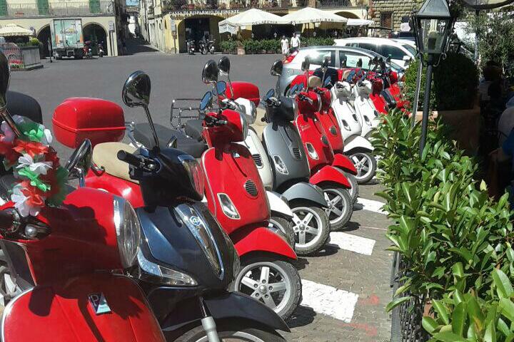 Vespa door Toscane