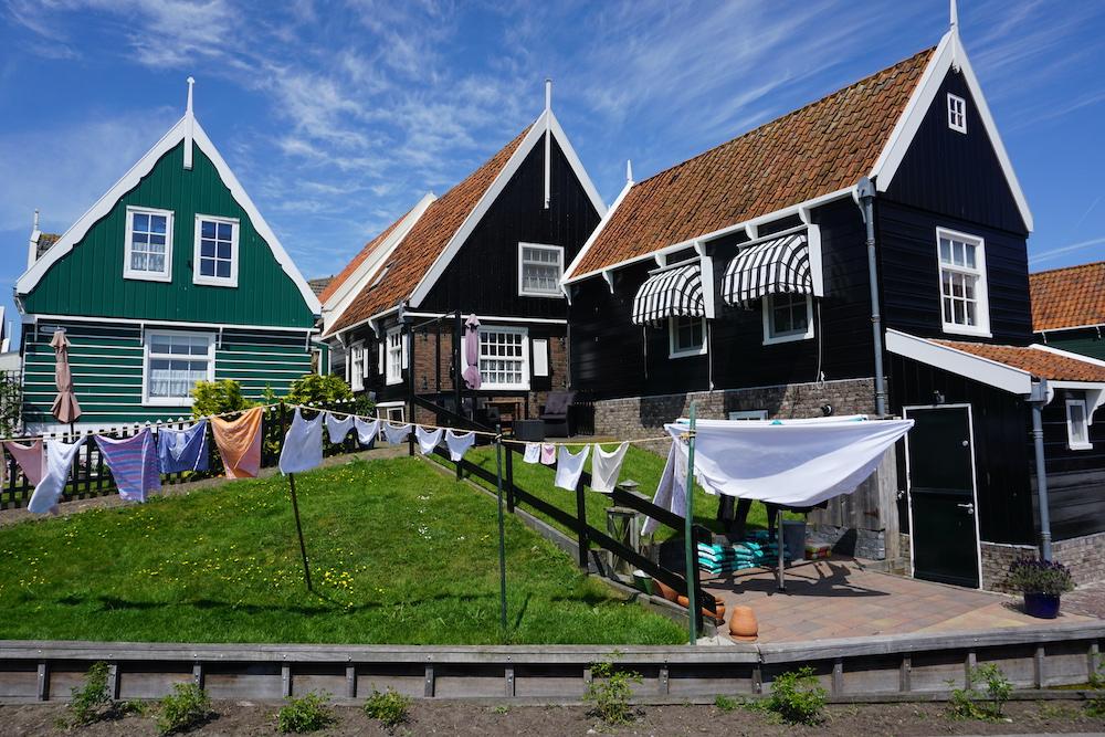 Mooiste autoroutes van Nederland: Authentieke houten huizen Marken