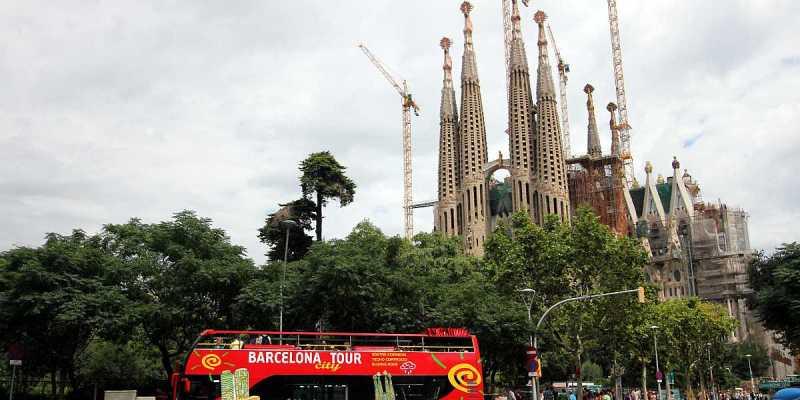 Barcelona by Bus: Sagrada Família