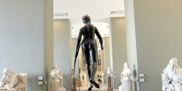 A Walk Through the Louvre