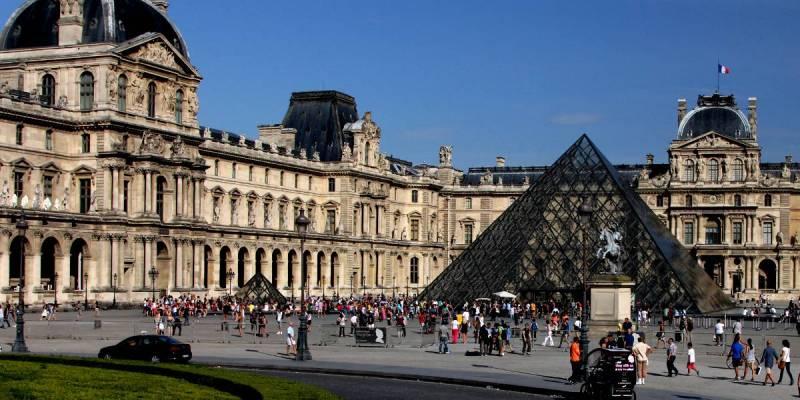 Louvre Exhibitions
