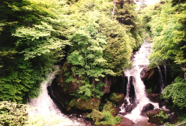 Ryuzu Waterfall (Ryuzu no taki)