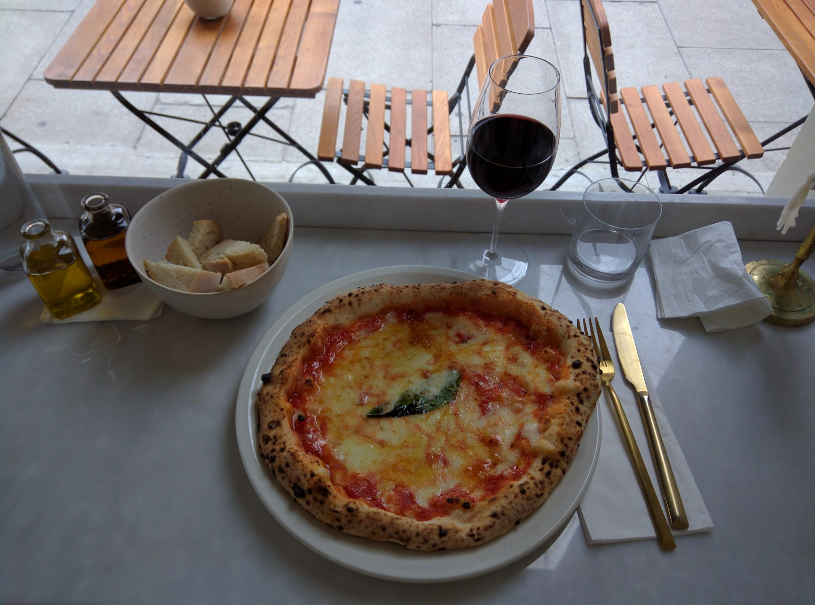 O ver, Italian restaurant, London