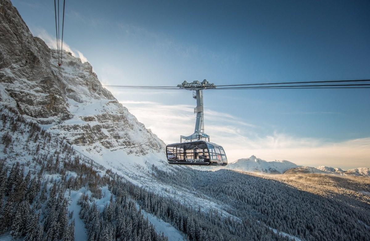 Zugspitze: New record-breaking cable car to the Top of Germany. Photo: Bayerische Zugspitzbahn Bergbahn AG/Max Prechtl. Only for editorial use related to the new cable car Zugspitze. (PRNewsfoto/Garmisch-Partenkirchen)