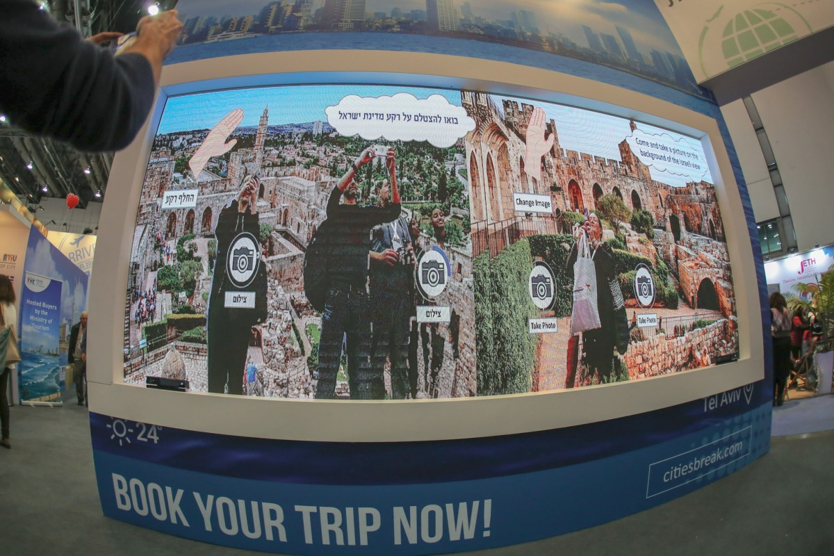 Interactive Public Displays for Travelers