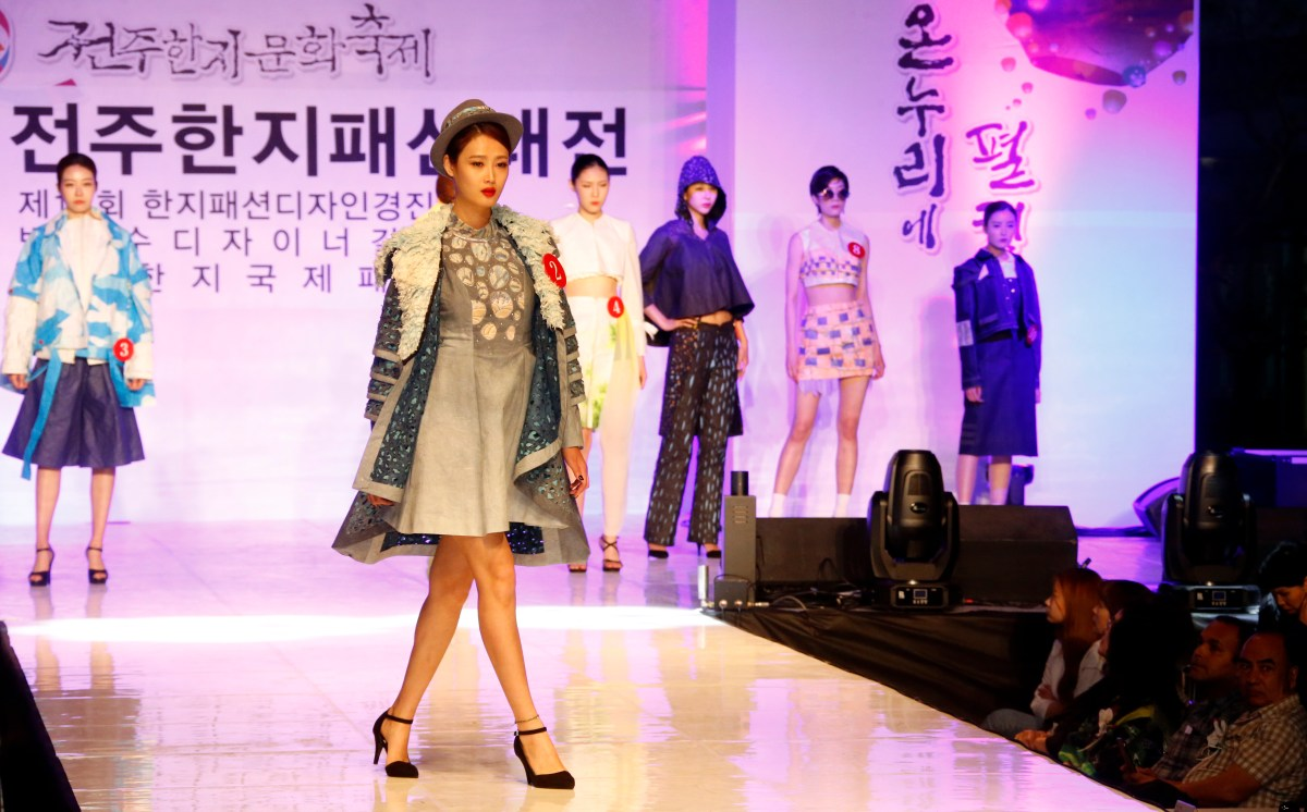 In May 2018, the 19th Jeonju International Film Festival and 22nd Jeonju Hanji Culture Festival, will be held in Jeonju known as a city that has best preserved Korean traditional culture and a typical tourist city in Asia. The Hanji festival this year will feature a colorful fashion show of Hanji clothes