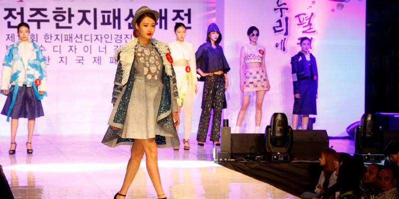 In May 2018, the 19th Jeonju International Film Festival and 22nd Jeonju Hanji Culture Festival, will be held in Jeonju known as a city that has best preserved Korean traditional culture and a typical tourism city in Asia. The Hanji festival this year will feature a colorful fashion show of Hanji clothes