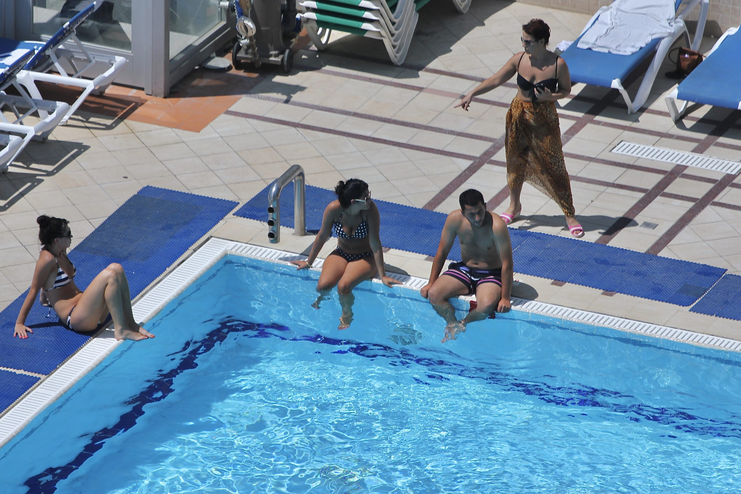 Keep social distancing in the swimming pool