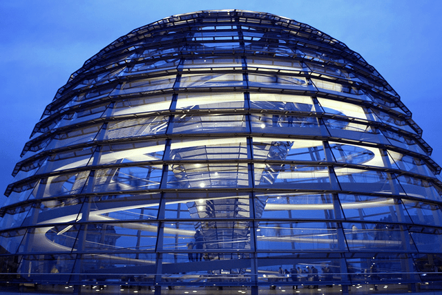 Dome_of_the_Reichstag_building_at_night